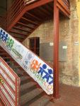 L'accesso al Salone CSU Podere La Grande. Il salone è sotto al portico grande, nella parte in mattoni, salire la scala rossa.