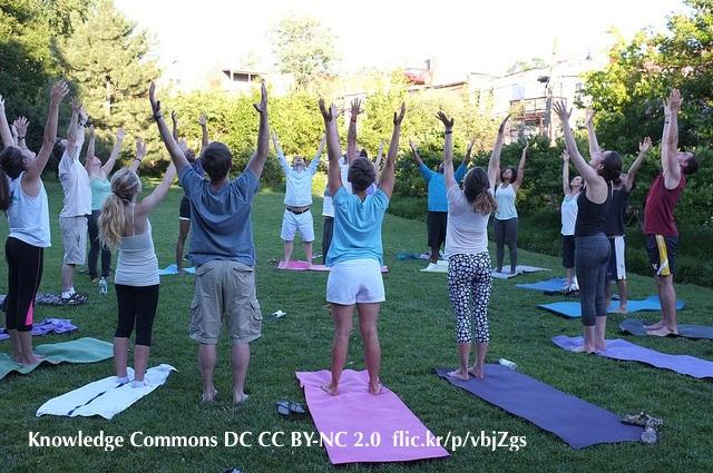 Club Yoga della risata all'aperto - Respirazione