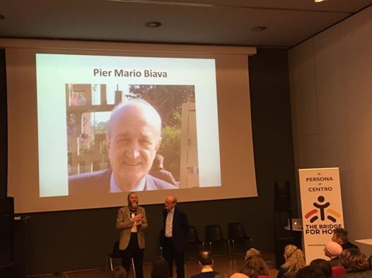 """Il Prof. Pier Mario Biava con Richard Romagnoli al convegno """"24 ore di risate per la vita"""" organizzato da The Bridge for Hope Onlus"""